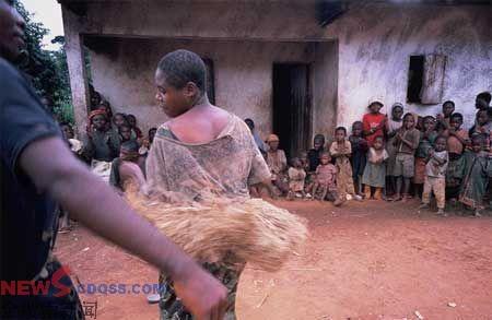 非洲女童在进行
